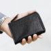 表地に強靭な水牛革を使用した、土屋鞄製造所の新作財布。